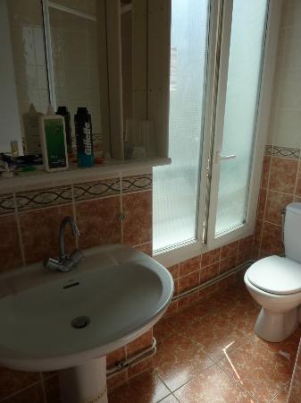 Hotel Audran: bathroom