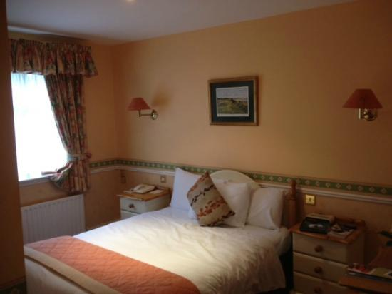 Killeen House Hotel & Rozzers Restaurant: My room...