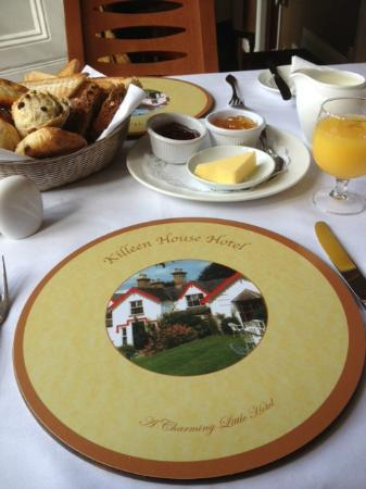 Killeen House Hotel & Rozzers Restaurant: Table setting at breakfast...