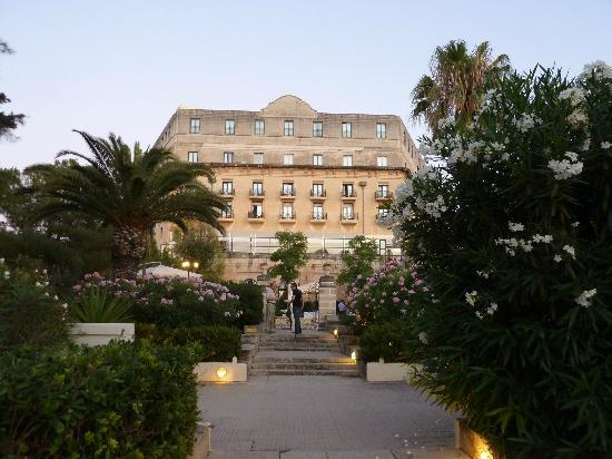 Hotel Phoenicia: Rear view of hotel from gardens