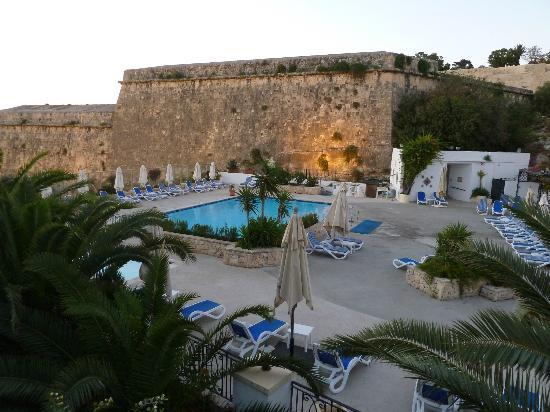 The Phoenicia Malta: Hotel pool in the evening
