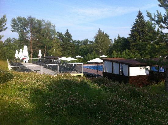 Fresh Wind SPA Hotel : закрытая беседка возле открытого бассейна