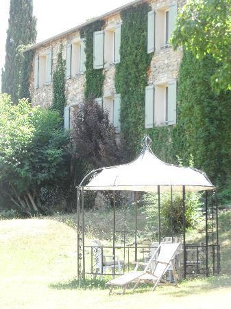 Mas du Pont Roman : rooms' windows