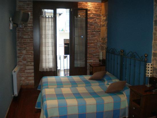Pension Edorta: Room with Bathroom, Balcony facing back of bldg.