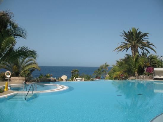 Blick ber den pool zum meer picture of roca nivaria gh for Adrian hoteles jardin de nivaria tenerife