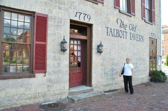 Old Talbott Tavern: Outside entrance to Old Tavern