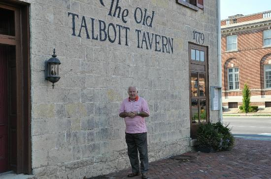 ‪‪Old Talbott Tavern‬: Outside of hotel/tavern‬