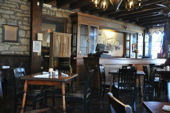 Old Talbott Tavern: Old dining room bar