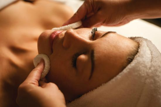 Spa at the Four Seasons: Four Seasons Gold and Diamond Facial
