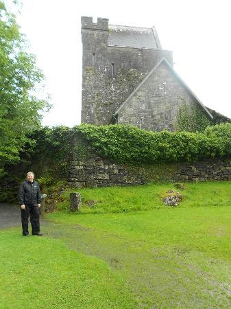 Craggaunowen: Keep with ivy covered walls.