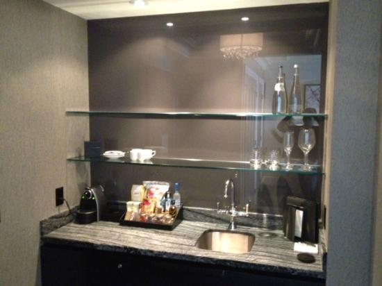Trump International Hotel & Tower Toronto: Wet Bar