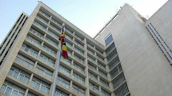Sheraton Kampala Hotel: Out Front