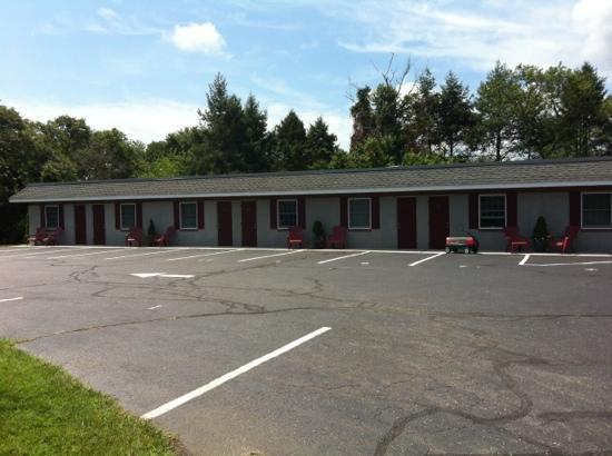 Boulevard Motel: outside of motel