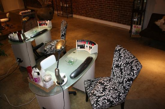 Milan Day Spa on Broughton: manicure area