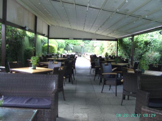 West Port Bar & Kitchen: Beer Garden