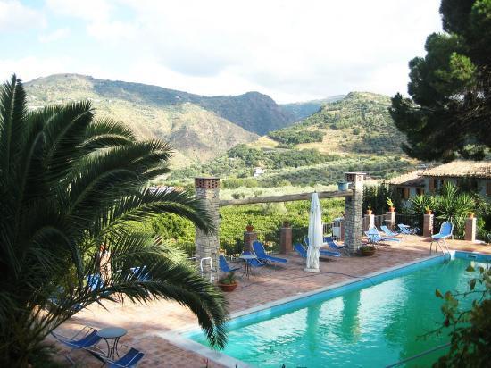 Borgo Maisale: Pool view !