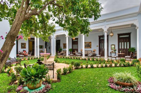 Casa Azul Hotel Monumento Historico: Indoor Patio