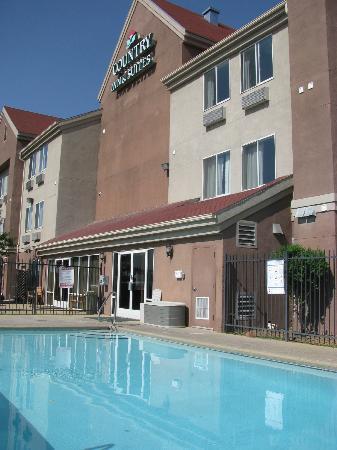 GuestHouse Inn & Suites Albuquerque Airport: pool