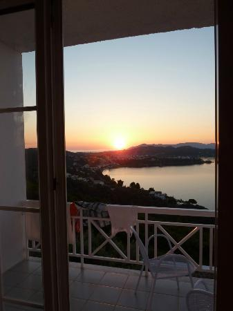 Kivo Art & Gourmet Hotel: fabulous sunrise from room. Taken by tash on account of me being asleep.