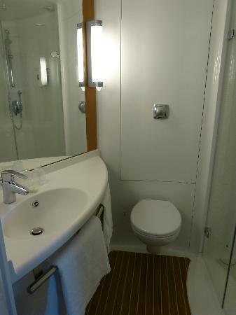 Ibis Aberdeen Centre: Badezimmer