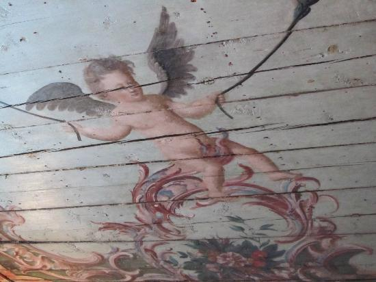 Three Sisters Hotel: Amazing ancient ceiling (recently uncovered) in the breakfast room