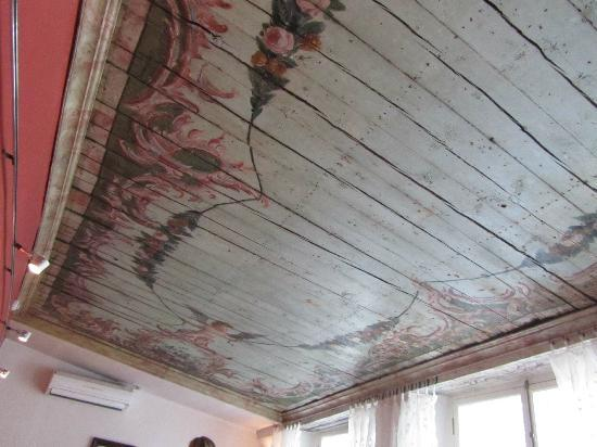 The Three Sisters: Amazing ancient ceiling (recently uncovered) in the breakfast room