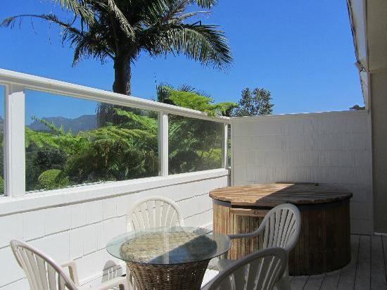 Malibu Country Inn: Our private deck