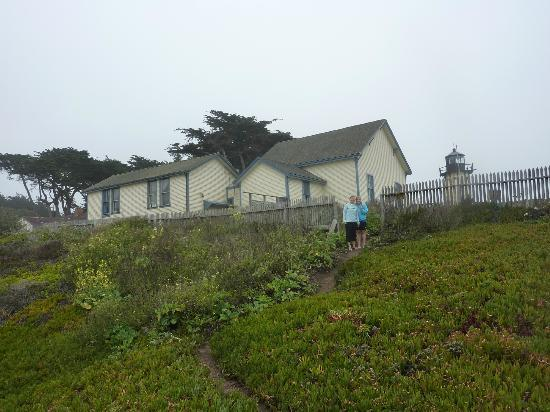HI-Point Montara Lighthouse: View of the rooms from the beach