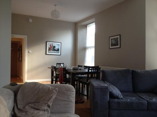 Destination Edinburgh Southside Apartments: Lounge Dining Area