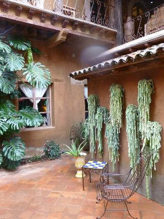 Hotel Casa Encantada: A side of the Patio