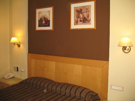 Lydia Hotel: Testiera del letto