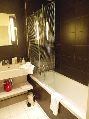 ฮอลิเดย์อินน์ปารีส โอเปร่า-กรองบูเลอวาร์ดส์: Room A - bathroom 2