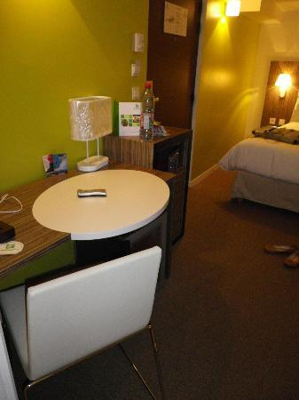Holiday Inn Paris Opera-Grands Boulevards: Room B - Desk