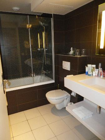 Holiday Inn Paris Opera-Grands Boulevards: Room B - Bathroom