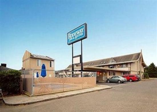 Rodeway Inn & Suites: Motel and Pool