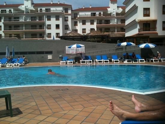 Apartamentos Casablanca : Lounging by the pool :-)
