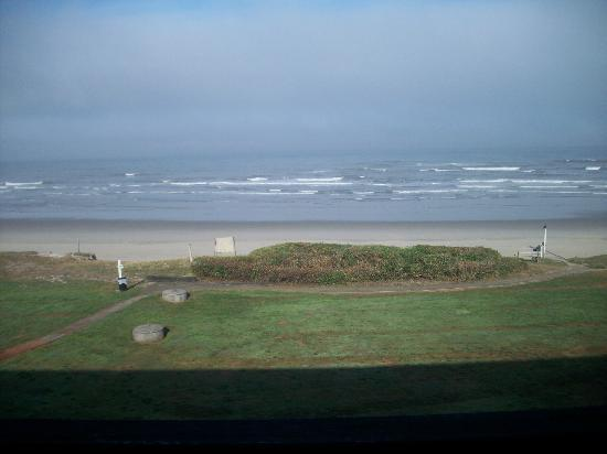 Silver Surf Motel: View from our room, upstairs