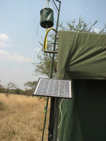 Serengeti Halisi Camp: the shower filled by the staff
