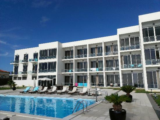 Aparthotel Atlântida Mar : Hotel and pool