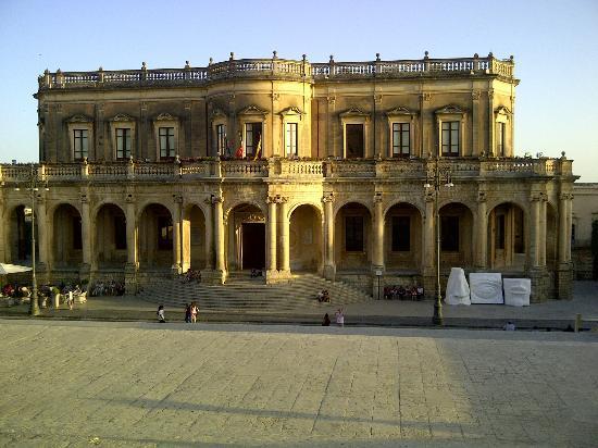Grand Hotel Sofia: Noto: palazzo Cominale