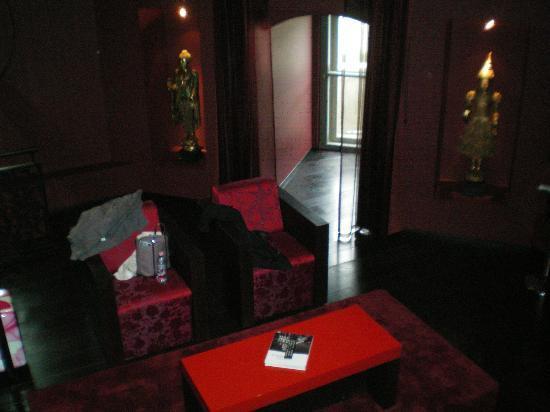 Buddha-Bar Hotel Budapest Klotild Palace: Notre petit salon dans la suite