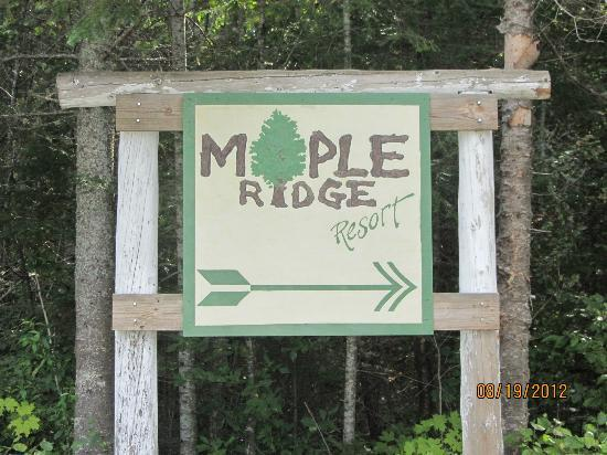 Maple Ridge Resort: Signs from US 41