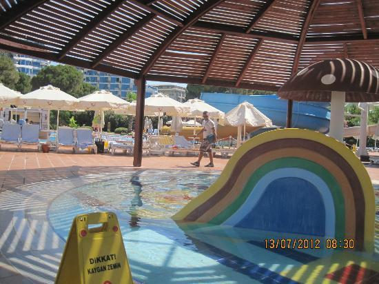 TUI Magic Life Club Belek: kids pool with a shade