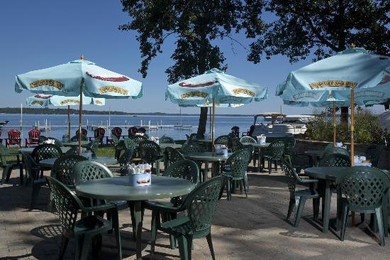 Ernies On Gull : Lakeside Dining at the Summer Shandy Shack