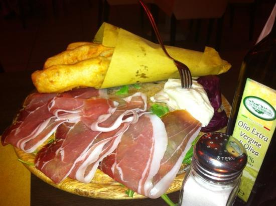 Florens Pizzeria & Food: Ficattole e stracchino.... una vera delizia!!!!