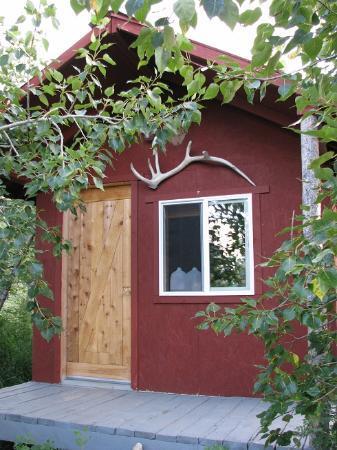 Glacier Elkhorn Cabins & Campground: Cabin #1