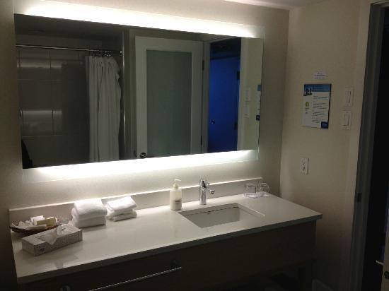 Coast Bastion Hotel: Clean, spacious, modern bathroom