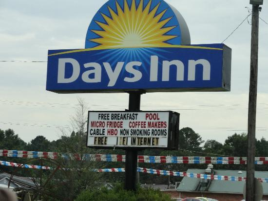 Days Inn Kosciusko/North of Carthage : The sign of the hotel