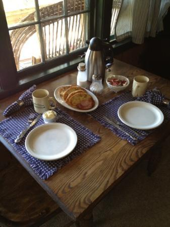 Willow Springs Cabins: breakfast