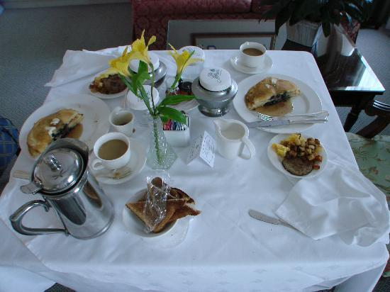 The Jefferson Hotel: delicious breakfast in bed with exceptional room serve